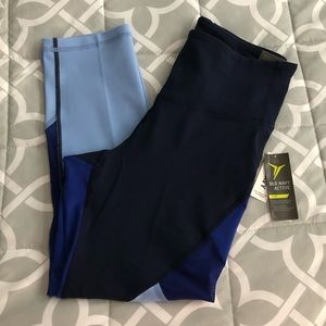 Women's Old Navy Go Dry Crops (Capris) - L Tall